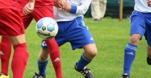 Fußball Kalorien - wer dem Ball nachjagdt verbrennt viel Energie